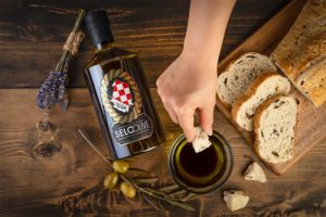 Selo Oil with Bread